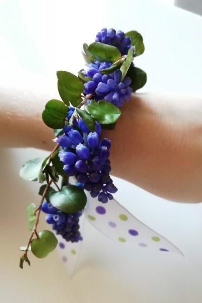 laboratorio braccialetto di fiori per mamma e bambino